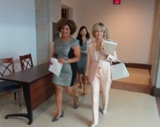 Y mientras Brett  Kavanaugh es postulado del presidente para ocupar el vacío que dejará el Juez Anthony Kennedy, la actriz Jane Fonda cabildea en el Congreso a favor de los derechos de la mujer. La acompañan dos colaboradoras.