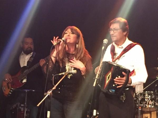 Los músicos Linda Escobar y Gilberto Pérez en el Festival de Música Conjunto Tejano, en San Antonio, Texas.