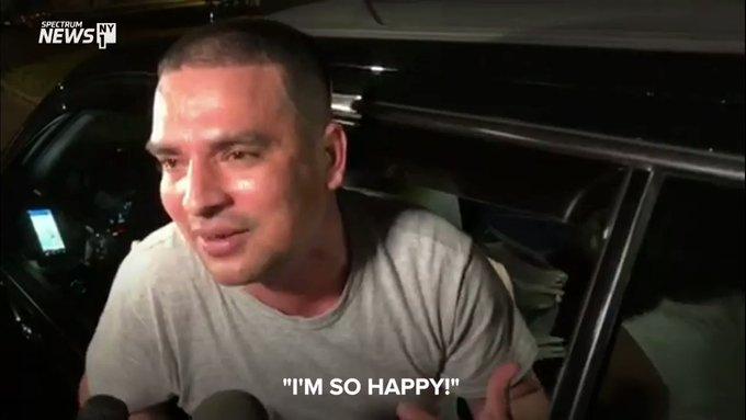 Tras ser liberadodel centro de detencion de ICE en Nueva Jersey, Pablo Villavicencio-Calderon se muestra contento. foto: twitter.com/NY1.
