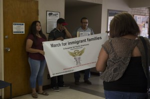 """Familias afectadas se hicieron presentes en el foro comunitario """"Town Hall Summer""""."""