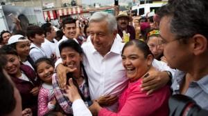 López Obrador en gira de campaña. Foto: www.cbc.ca.
