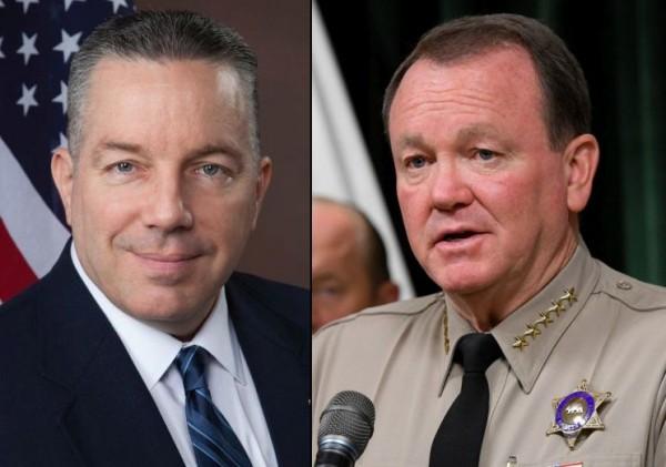 A la izquierda el agente retirado Alex Villanueva, y el actual Sheriff de Los Ángeles, Jim McDonnell. Foto: Los Angeles Daily News.
