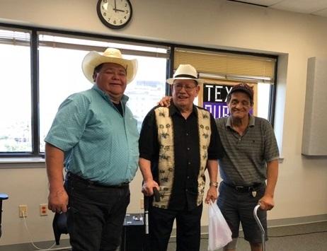Raulito Navaira Felipe Perez y Samuel Ramos. en el estudio de Texas Public Radio en San Antonio, Texas,