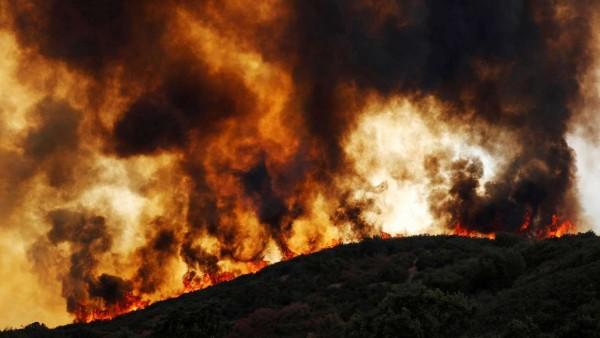 Enormes humaredas se desplazan por el estado, desprendidas de los incendios de California. Foto:www.dnaindia.com.