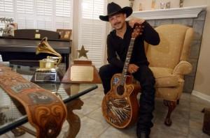 Emilio Navaira, famoso cantante de la música de Conjunto Tejano. Foto: Guadalupe Cultural Center.