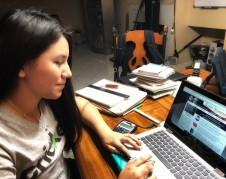Karina González está entusiasmada porque en pocos días votará por primera vez.