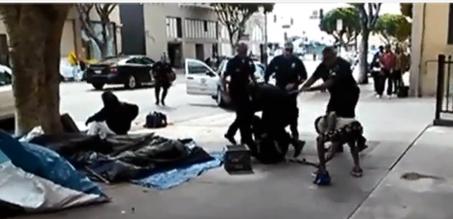 Tiroteo de LAPD que termkinó en el asesinato de Charley Leundeu Keunang. Foto: Wikipedia.