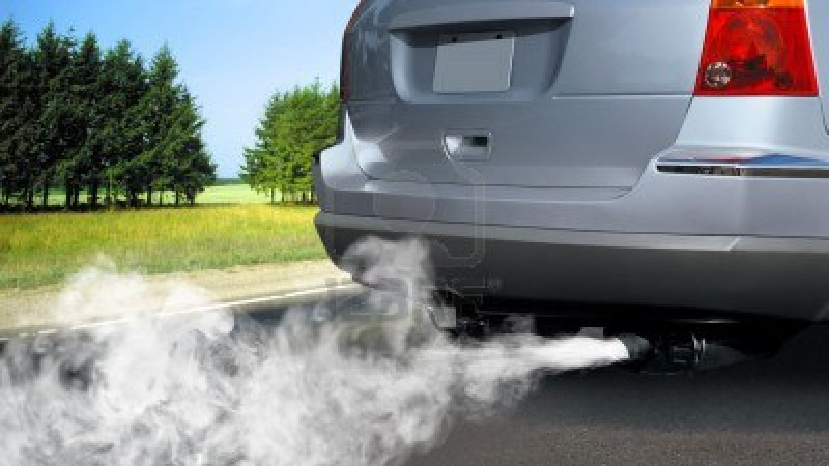 Contaminación vehicular. Foto: www.thefrozentruthblog.wordpress.com.