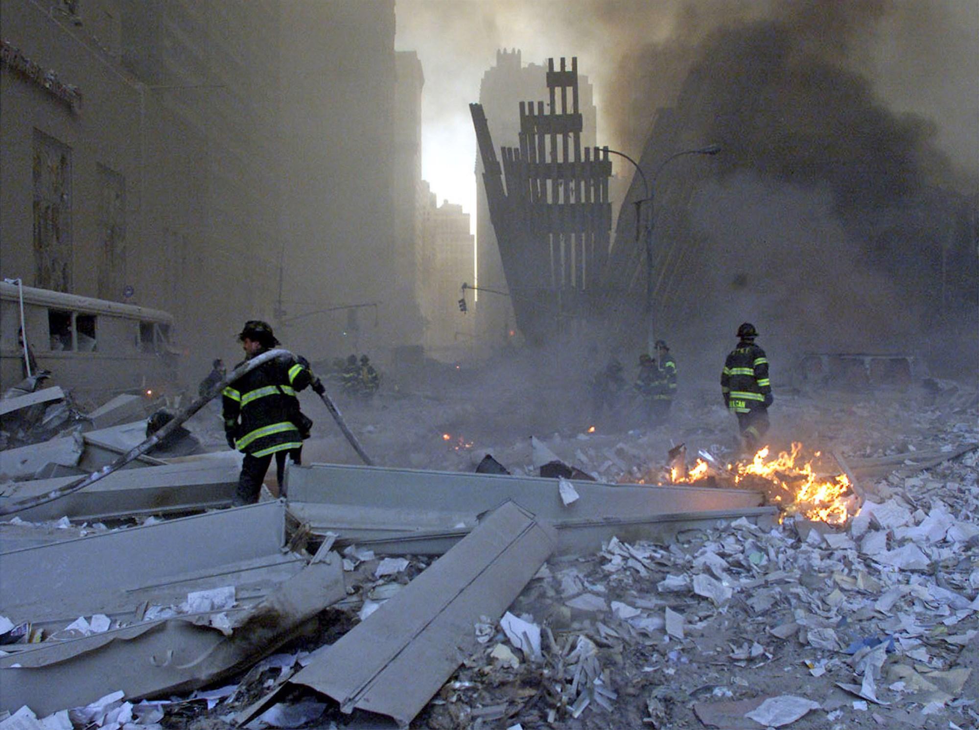 Vista de los ataques terroristas a las Torres Gemelas del Centro Mundial de Comercio en la ciudad de Nueva York. Foto: www.nbcnews.com.