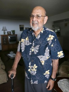 Profesor Ray González en su casa de Bakersfield, California en 2017. Foto: www.bakersfield.com.