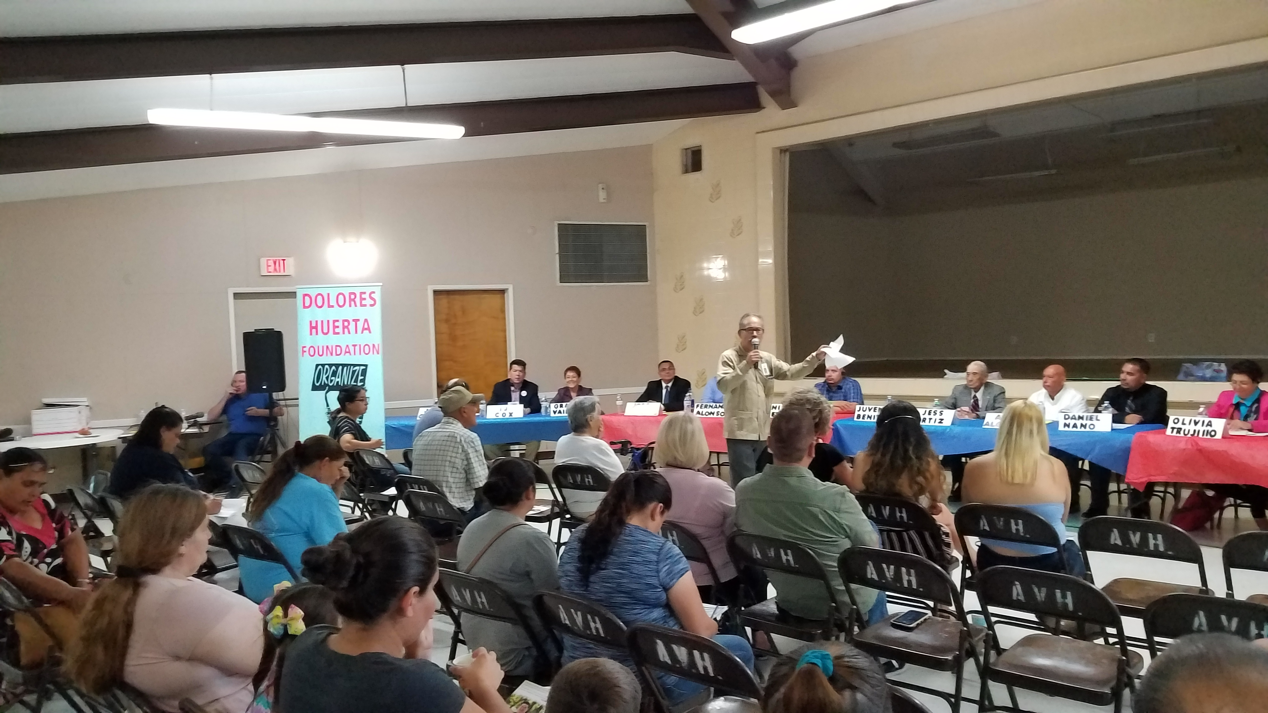 Durante el Foro de Candidatos a puestos de elección, en Arvin, California.