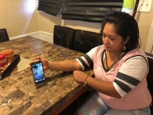 Vanessa Medina compartiendo su video de cuando Harvey los desplazó de su hogar.