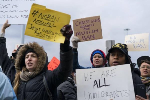 Respuesta popular a una de las prohibiciones de la administración Trump a los inmigrantes en busca de refugio. Foto: Chattanooga Times Free Press.