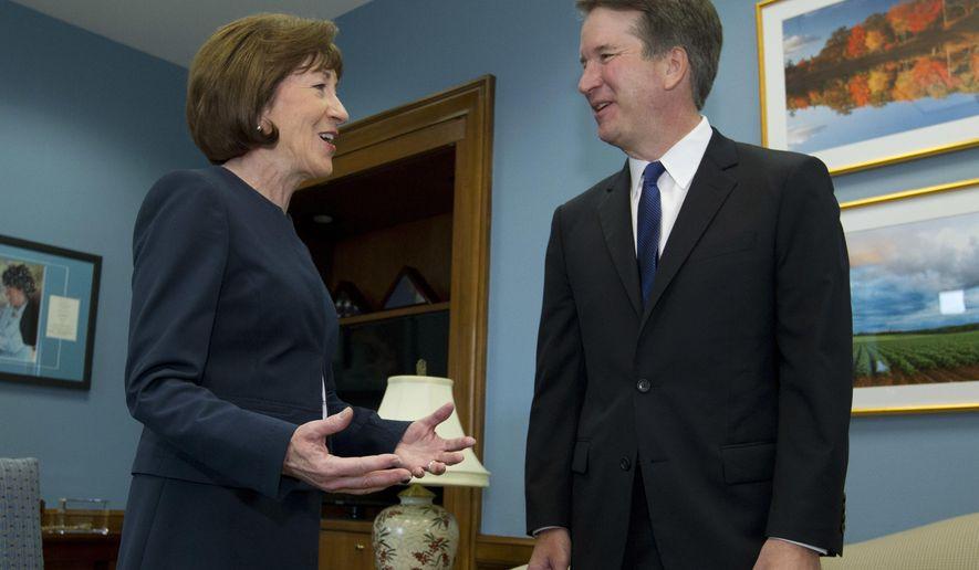 La senadora republicana de Maine conversa con el nominado a la suprema Corte, Brett Cavanaugh. Foto: Washington Times.