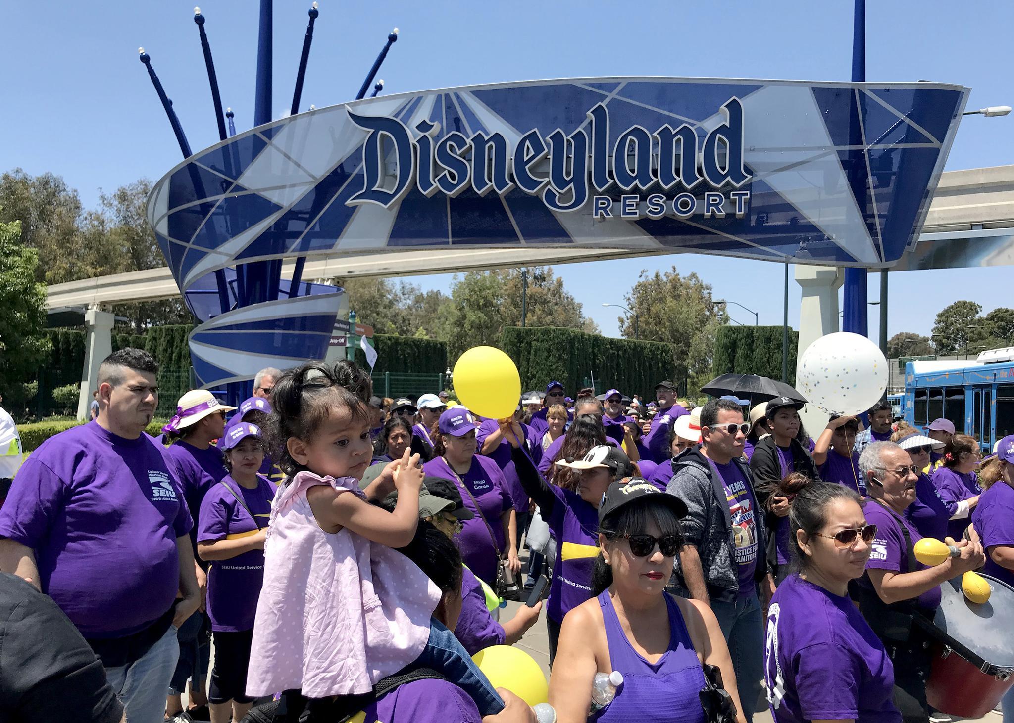 El Concejo Municipal de Anaheim votó para poner fin a los acuerdos que ofrecen exenciones fiscales de Disneyland Resort para invertir en sus parques temáticos. Foto: Scribd.