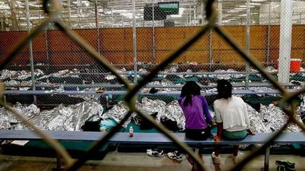 Un día cualquiera en la vida de un niño inmigrante preso, ahora posiblemente por tiempo indefinido en un centro de detención de ICE. Foto: Mother Jones.