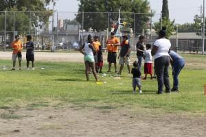 Niños divirtiéndose en el parque Martin Ray Reilly un jueves por la tarde.