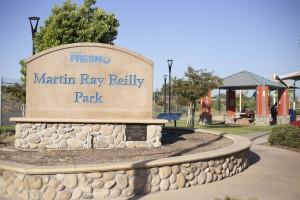 Entrada al parque Martin Ray Reilly, atras se encuentra la carretera 180.