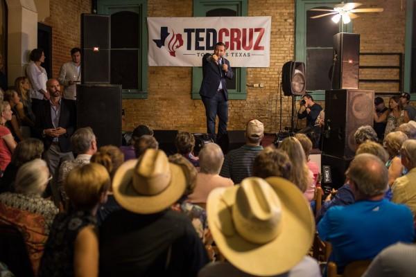 Encuestas muestran al senador republicano, Ted Cruz, titular del escaño en el Senado, con una ligera ventaja de un dígito sobre su oponente demócrata, Beto O'Rourke. Foto: NYT.