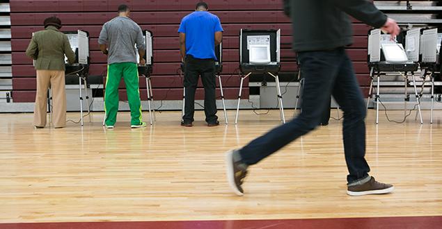 Con la votación temprana que comenzó este lunes, una serie de esfuerzos para restringir la votación en el estado de Georgia podría causar grandes problemas en las urnas. Foto: Centro pro la Justicia Brenan.