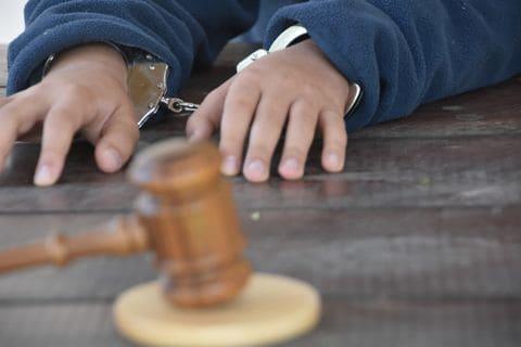 Los tribunales en la mayoría de los estados obligan a los menores a existir dentro del sistema de justicia. Este movimiento quiere cambiar eso. Foto: The Washington Post.