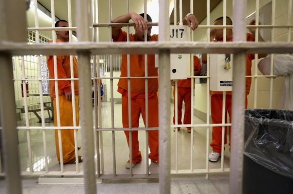 Detenidos en la prisión de ICE en Adelanto. Foto: Radio Free