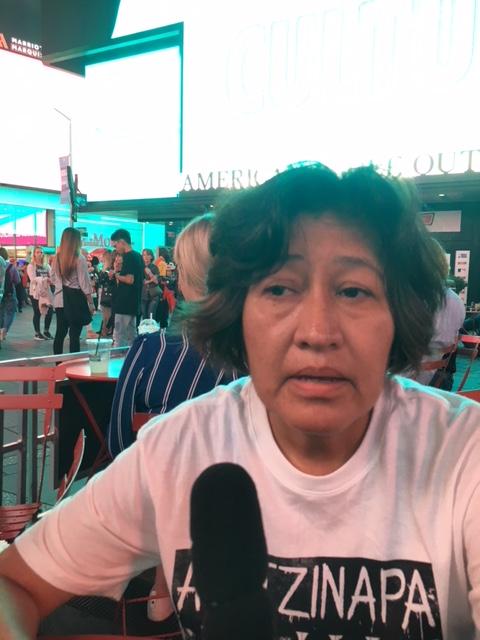 Rosario Cabañas durante la entrevista en el expendio de hotdogs. Foto: MVG.