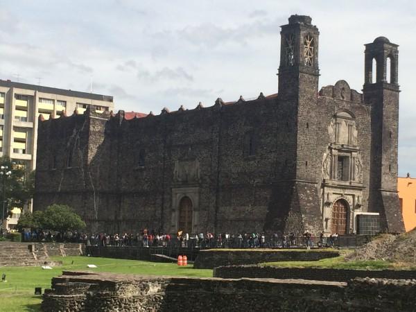 Templo de Santiago Apóstol, en la Plaza de las Tres Culturas, Tlateloslo, ciudad de México.