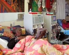 En Estados Unidos los pacientes con insuficiencia renal tienen acceso a los tratamientos de diálisis que salvan vidas y que paga el Medicare. Foto: ProPublica.