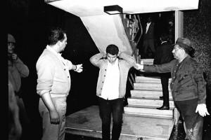 2 de octubre de 1968. Batallón Olimpia detiene a estudiantes en los edificios de Tlatelolco. Foto: Agencia EL UNIVERSAL