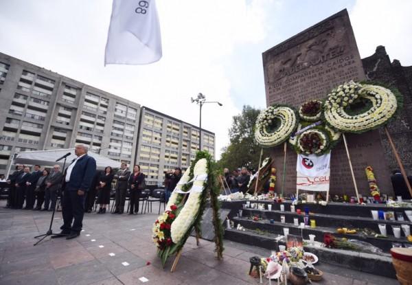 El Presidente electo, AMLO acudió a Tlatelolco para recordar a los estudiantes asesinados hace 50 años; reiteró que durante su gestión no usará al Ejército para reprimir al pueblo de México. Foto: El del Sur.