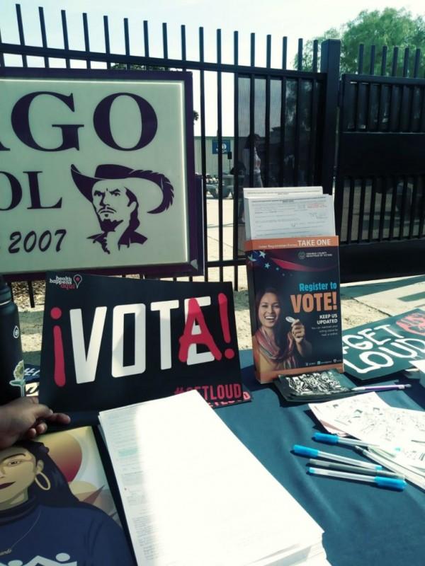 Propaganda electoral y para el registro del voto, tendida en una valla pública. Foto: America's voice.