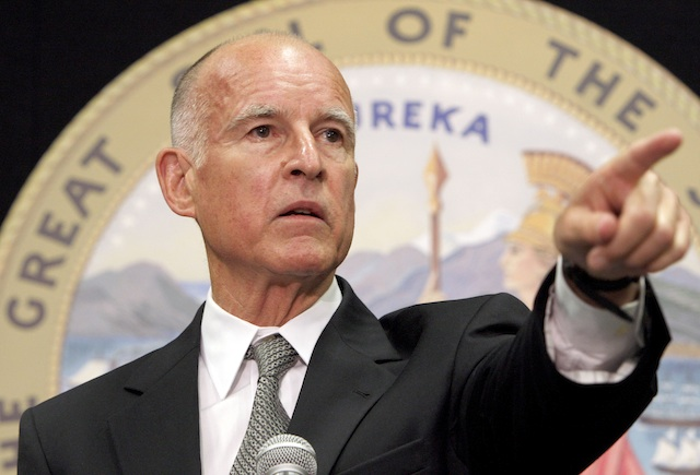 Gobernador Jerry Brown veta el proyecto de ley AB 186. Foto: Cortesía del gobierno del estado de California.