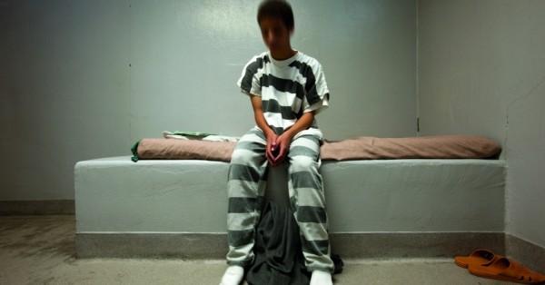 Prisión para deudores para niños: niños pobres encarcelados cuando las familias no pueden pagar los honorarios de los tribunales de menores. Foto: Common Dreams.