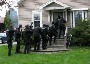Asedio de las autoridades policiales muy común contra consumidores y vendedores de drogas en La Florida. Foto: www. venngage.com.