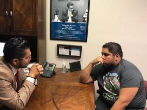 Los hermanos Espinosa planeando su estrategia para promover el voto latino hasta la recta final.