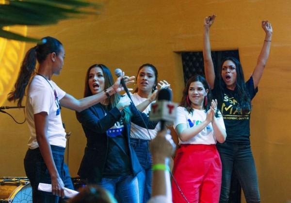 De izquierda a derecha: Zoe Saldana, Eva Longoria, Gina Rodríguez y América Ferrera Rosario movilizando el voto de los jóvenes en Texas. Foto. Houston Chronicle.