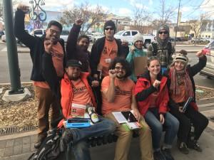 Durante el Colorado Gives Day, trabajando con la Coalición de Derechos de los Inmigrantes de Colorado para mantener a las familias a salvo de la deportación a través de la defensa comunitaria, en 2016. Foto: CIRC.