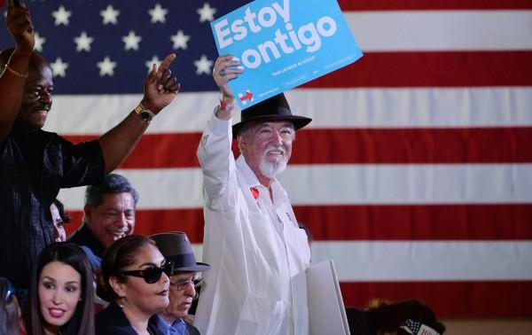 Votantes latinos le manifiestan su apoyo a Beto O'rourke, el candidato demócrata al Senado por  Texas. Foto: Reuters.