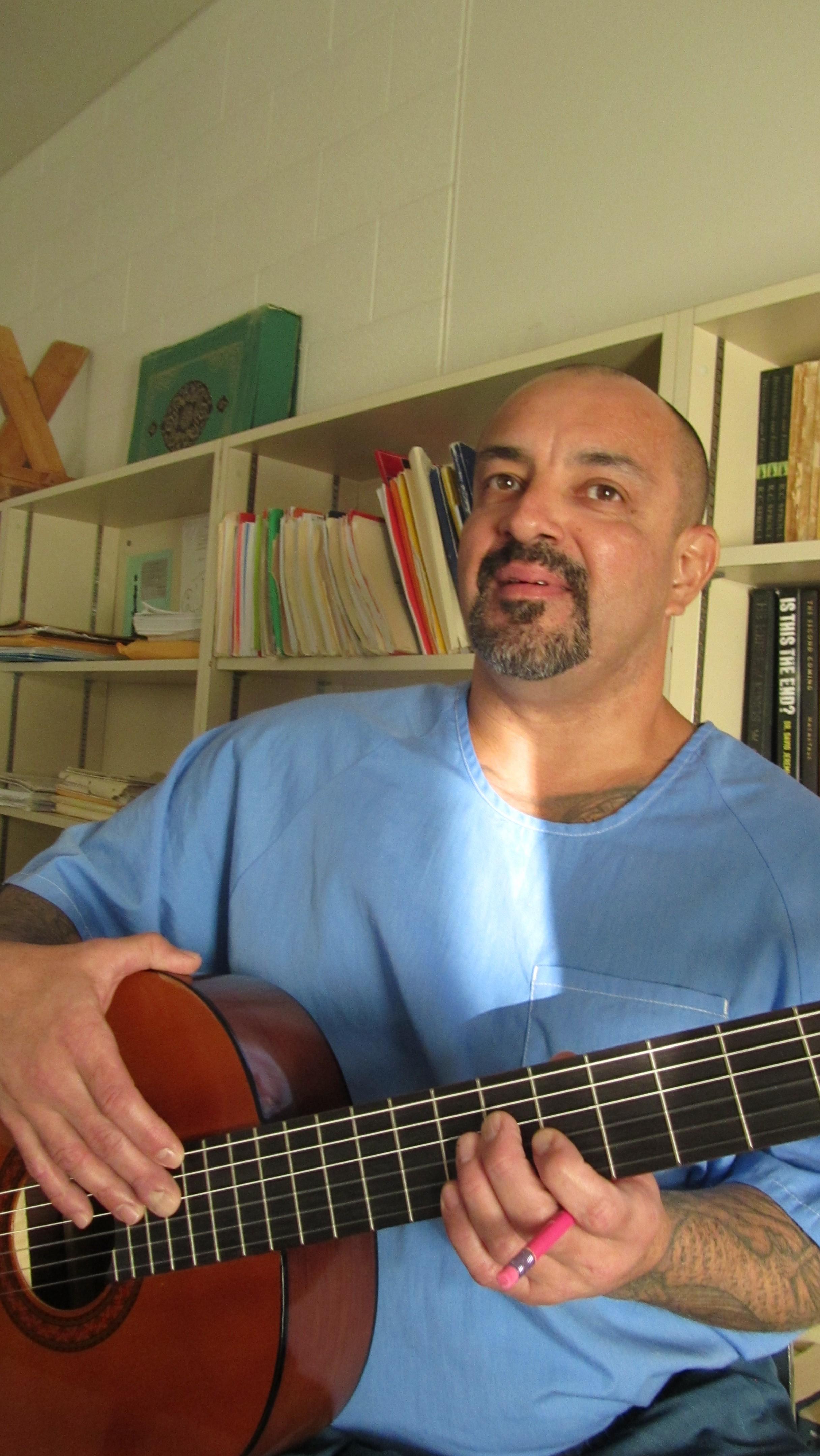 Rey Quintero, primera vez que toma clases de guitarra.