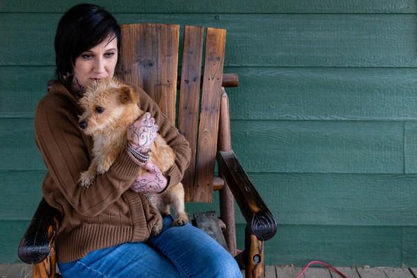 Tracy Lystra at her home in Aguanga, Calif. (Heidi de Marco/California Healthline).