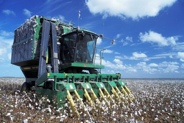 Agricultura mecanizada. Foto: Wikipeddia.