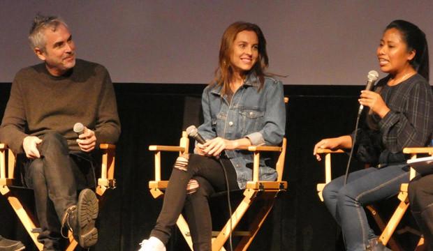 Yalitza Aparicio, derecha, Alfonso Cuarón, izquierda, en una entrevista acerca de la cinta Roma. Foto: www.goldderby.com.