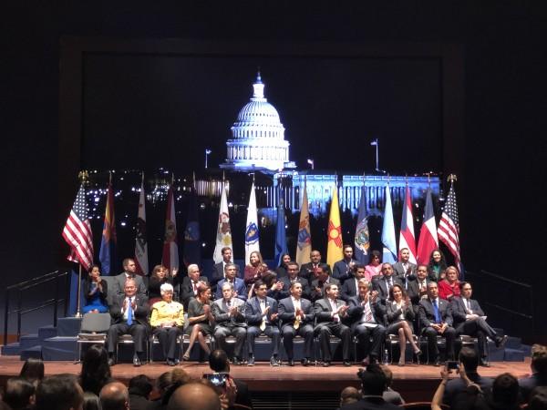 Congresistas demócratas, nuevos y viejos, en el nuevo Congreso de la nación.
