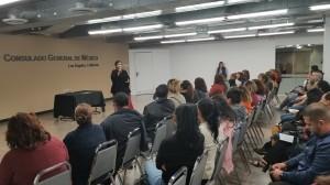María Teresa Villarreal, Directora de Cosmetología del Departamento de Relaciones Industriales de California, explica el beneficio de contratar con su ITIN.