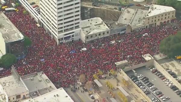 Vista aérea de un céntrico sector de la Ciudad de Los Ángeles, ocupado por los maestros en paro laboral. Foto: WTRF.com.