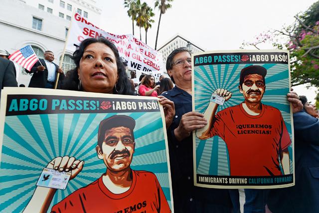 Inmigrantes del condado de Kern, CA, apoyan la AB 60, como una tremenda victoria para los inmigrantes y defensores que han luchado durante años para lograr su aprobación. Pero todavía hay mucho trabajo por hacer, y riesgos por correr. Foto: ACLU.