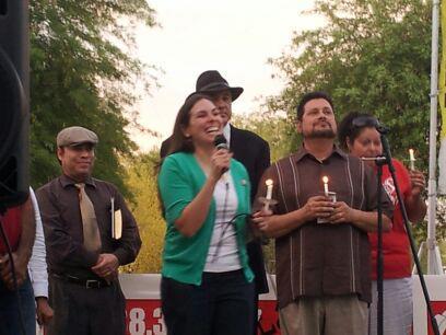 Diana Tellefson Torres, Directora Ejecutiva de la Fundación UFW, en el Capitolio del estado de AZ durante la oposición a SB 1070. Foto: UFW Foundation.