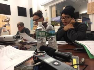 Héctor Morales tomando la clase de quechua con la maestro Elva Ambía en la Alianza Quechua de Nueva York.