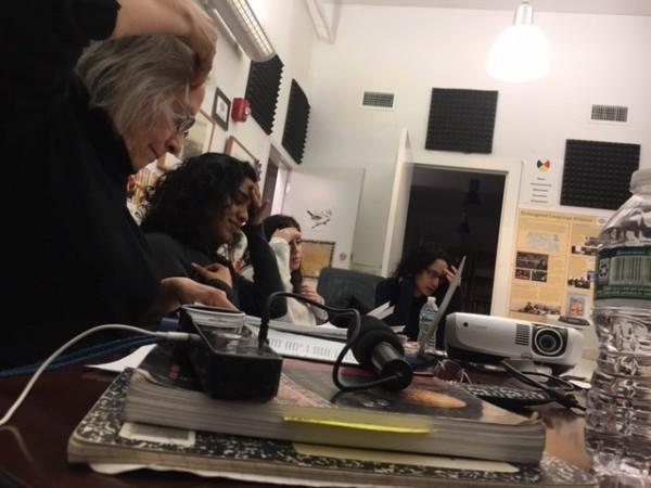 Maestra Elva Ambía Rebata, enseñando las clases de quechua de la Quechua Alliance of New York Alliance Quechua of New York que ella dirige, en un salón provisto por la organización Endangered Lenguaje Alliance en el bajo Manhattan. Foto: MVG.